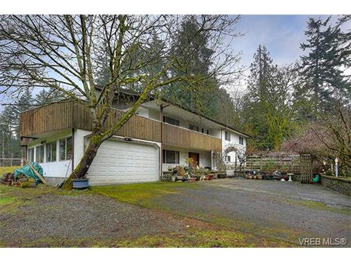 Main Photo: 2958 Munn Road in VICTORIA: Hi Eastern Highlands Single Family Detached for sale (Highlands)  : MLS(r) # 373585