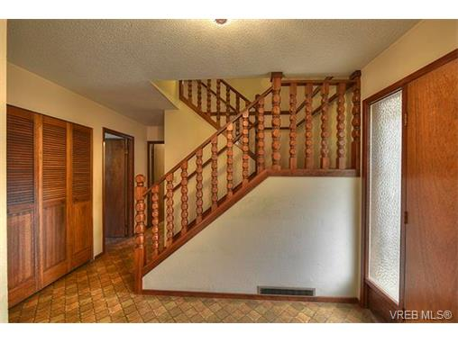 Photo 3: 2958 Munn Road in VICTORIA: Hi Eastern Highlands Single Family Detached for sale (Highlands)  : MLS(r) # 373585