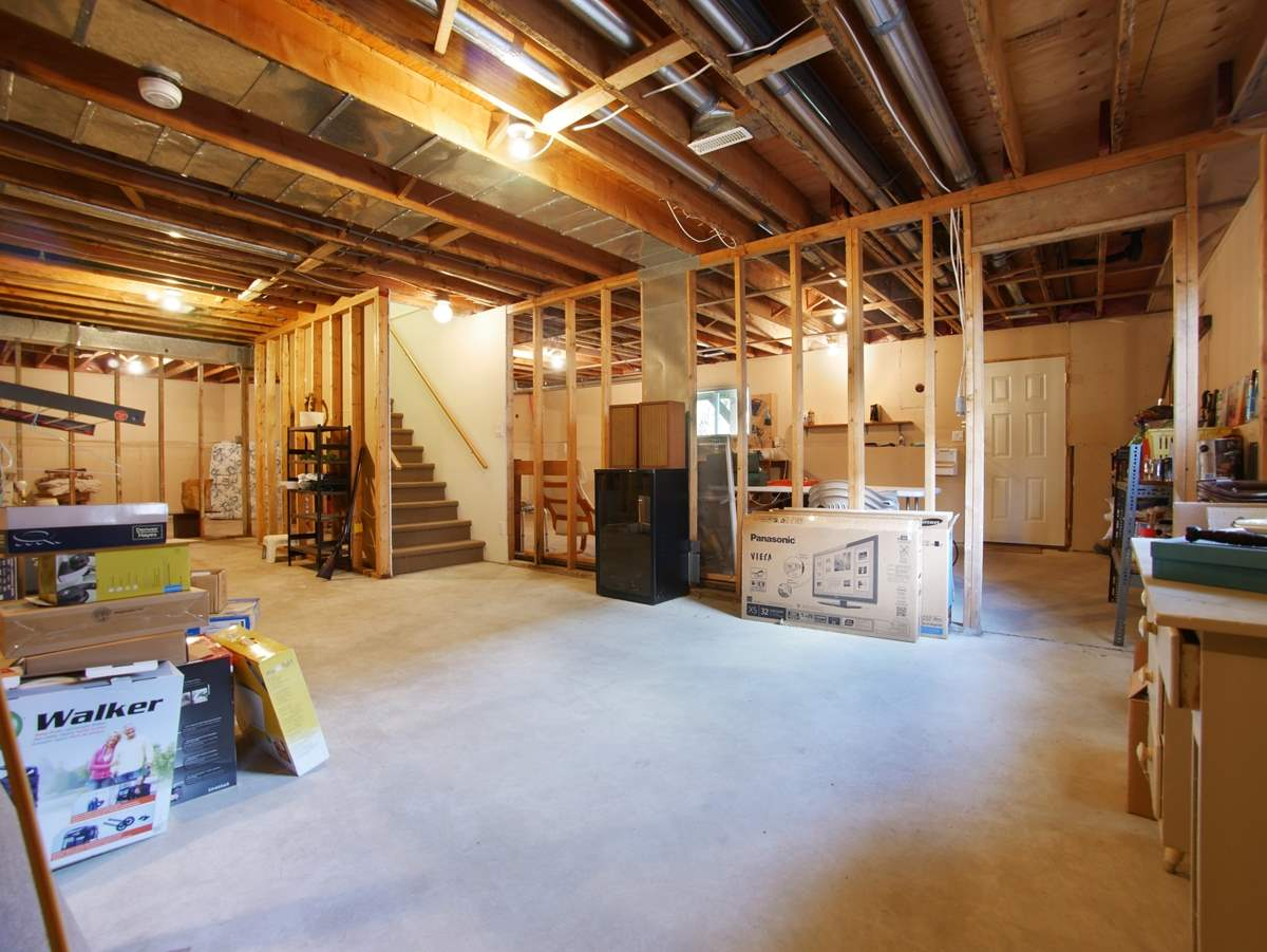 1470 sf Unfinished Basement.