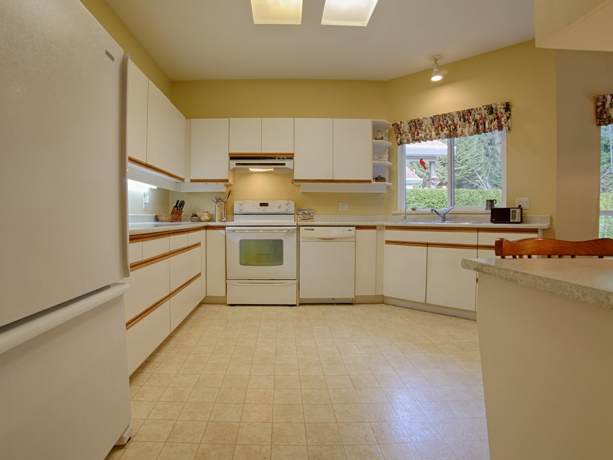 Photo 9: 842 TRALEE Place in Gibsons: Gibsons & Area House for sale (Sunshine Coast)  : MLS(r) # R2135771