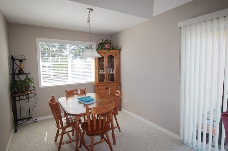 "Photo 8: 5 16995 64 Avenue in Surrey: Cloverdale BC Townhouse for sale in ""Lexington"" (Cloverdale)  : MLS® # R2159340"