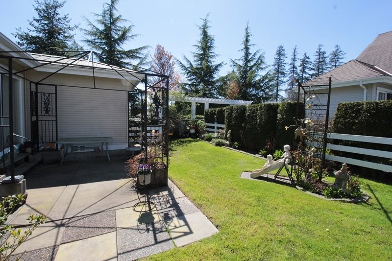 "Photo 16: 5 16995 64 Avenue in Surrey: Cloverdale BC Townhouse for sale in ""Lexington"" (Cloverdale)  : MLS® # R2159340"
