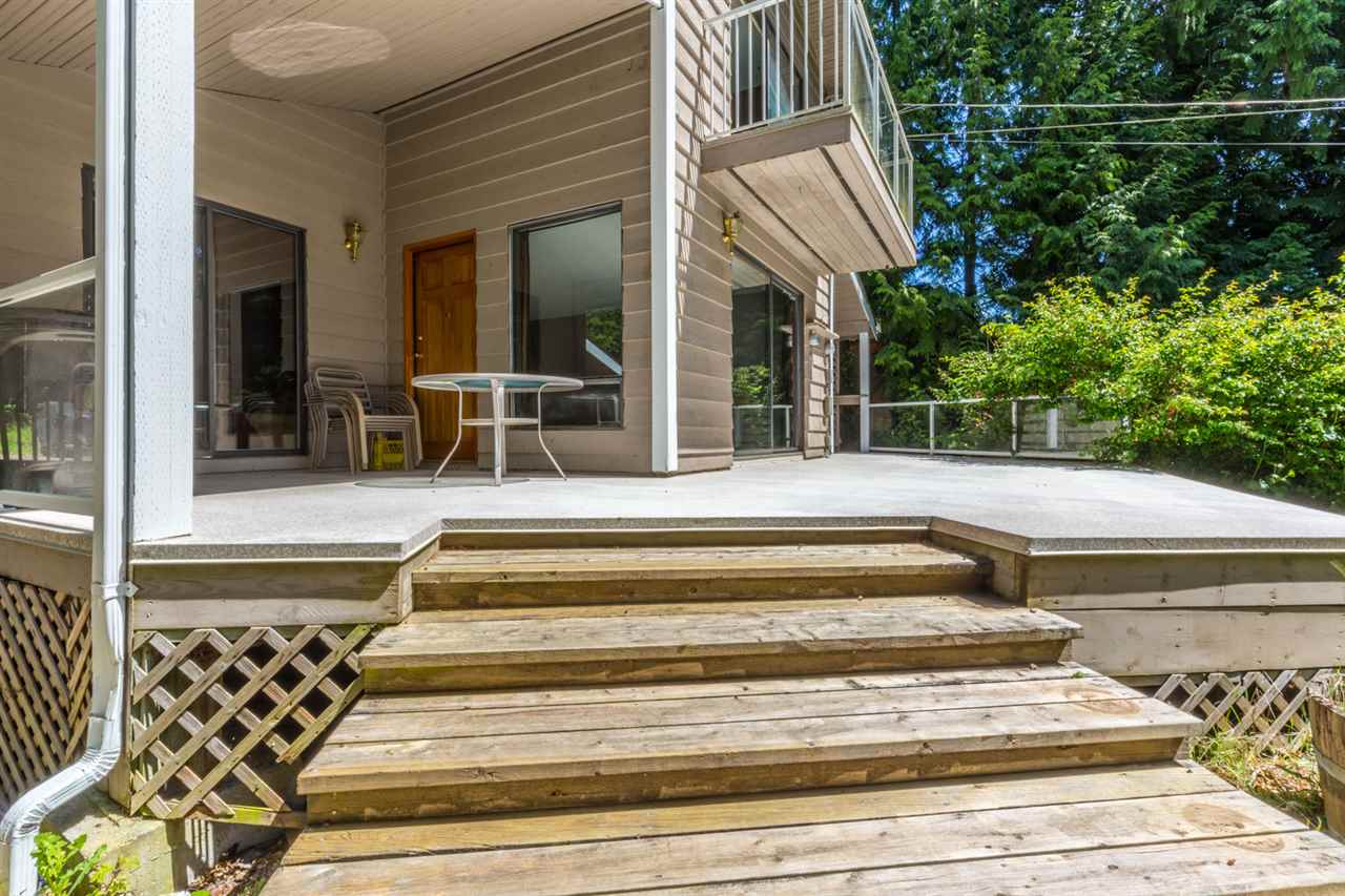 Photo 4: Photos: 8064 SOUTHWOOD Road in Halfmoon Bay: Halfmn Bay Secret Cv Redroofs House for sale (Sunshine Coast)  : MLS® # R2166775
