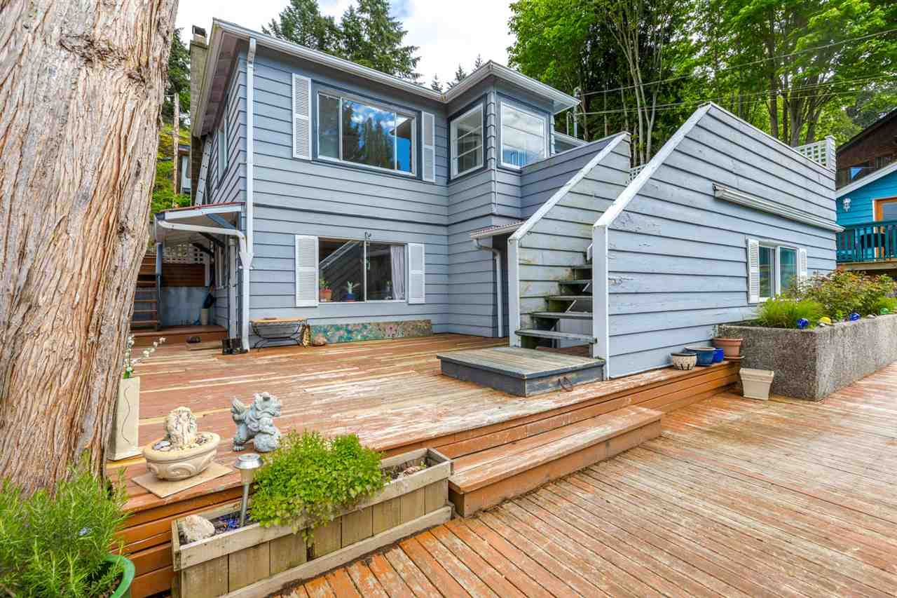 "Main Photo: 346 HEADLANDS Road in Gibsons: Gibsons & Area House for sale in ""Lower Village Bay area - base of The Bluff"" (Sunshine Coast)  : MLS(r) # R2167607"