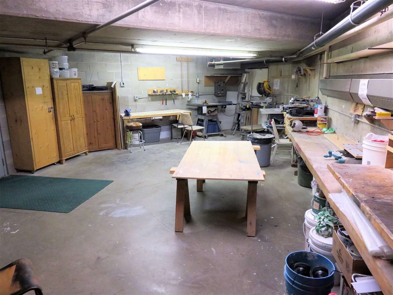 Here is the workshop located in the underground parking area! Free for you all to use with cleanup afterwards! :)