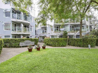 "Main Photo: 312 2020 W 8TH Avenue in Vancouver: Kitsilano Condo for sale in ""Augustine Gardens"" (Vancouver West)  : MLS(r) # R2179920"