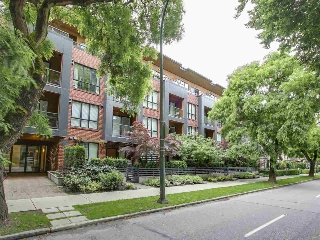"Main Photo: 105 2020 W 12TH Avenue in Vancouver: Kitsilano Condo for sale in ""2020"" (Vancouver West)  : MLS(r) # R2180018"