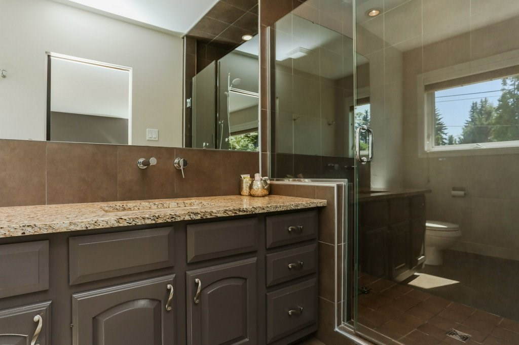 3 piece ensuite with large walk in shower, granite countertops