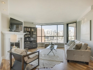 "Main Photo: 1005 1450 PENNYFARTHING Drive in Vancouver: False Creek Condo for sale in ""Harbour Cove Phase One"" (Vancouver West)  : MLS® # R2197215"