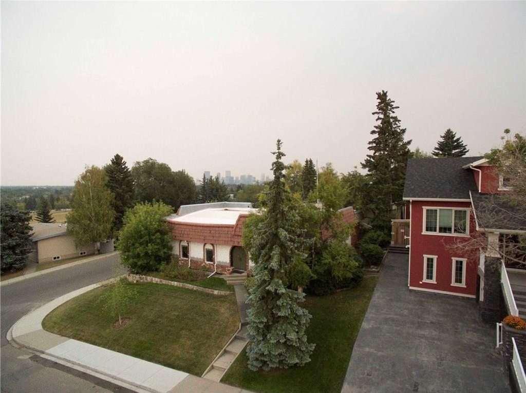 Main Photo: 23 CORNWALLIS Drive NW in Calgary: Cambrian Heights House for sale : MLS® # C4136794