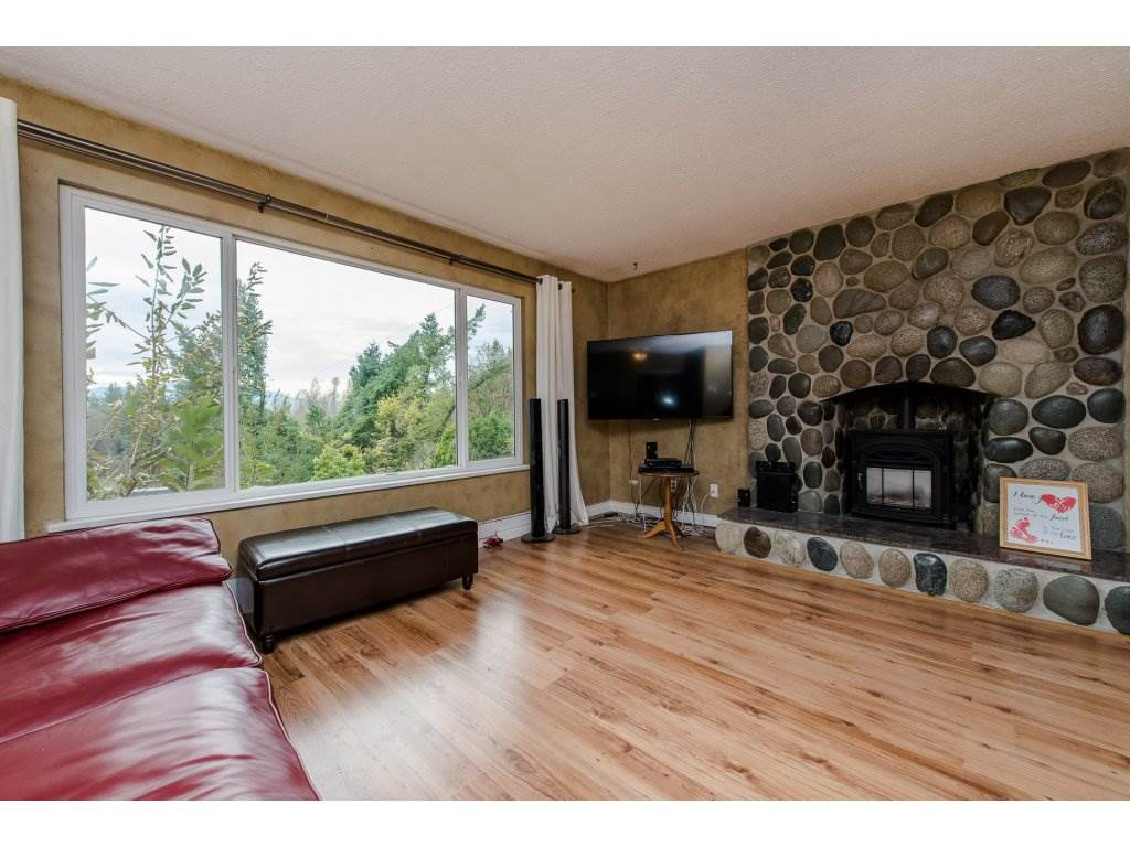 Photo 5: Photos: 37471 ATKINSON Road in Abbotsford: Sumas Mountain House for sale : MLS® # R2220193