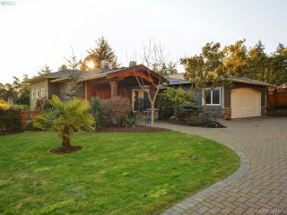 Main Photo: 2203 Arbutus Cove Lane in VICTORIA: SE Arbutus Single Family Detached for sale (Saanich East)  : MLS® # 387415