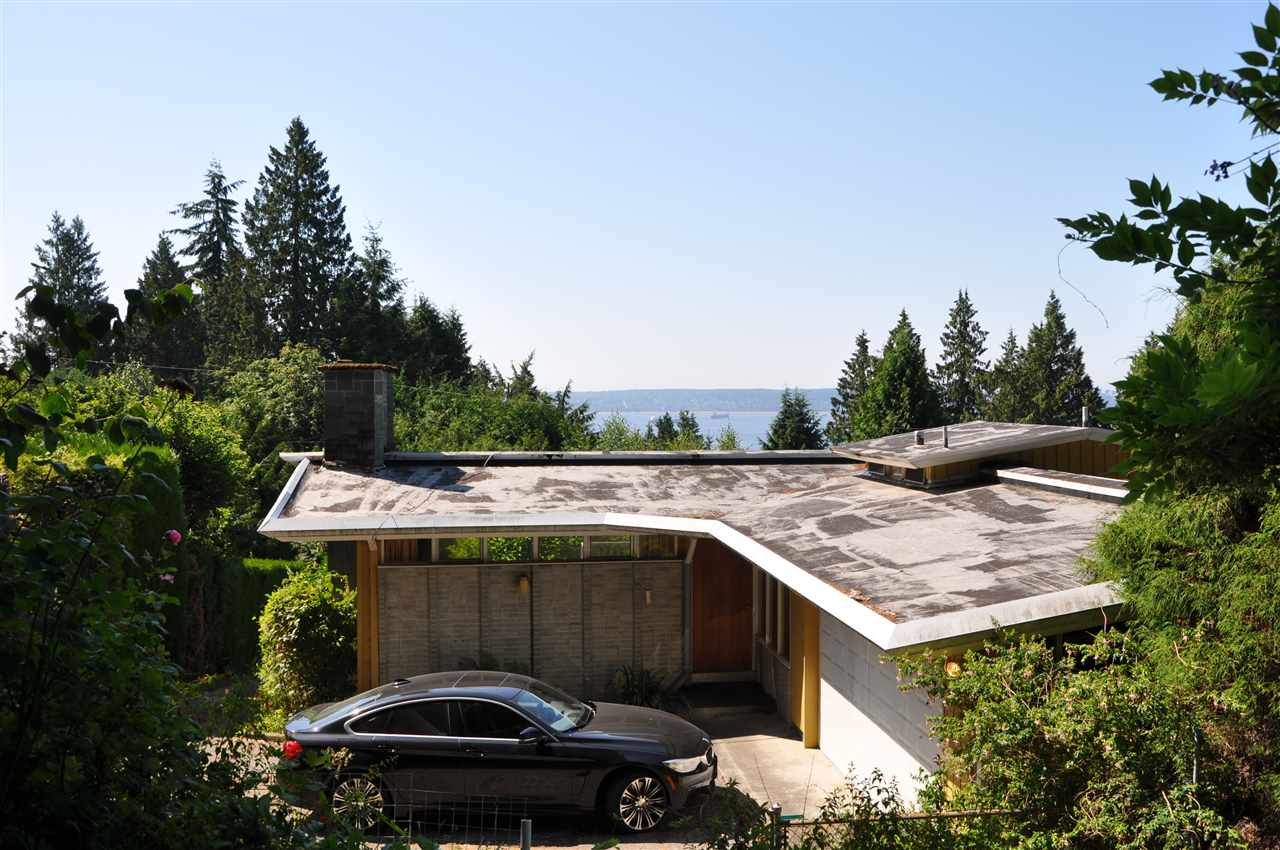 Main Photo: 2965 ALTAMONT Crescent in West Vancouver: Altamont House for sale : MLS®# R2241514