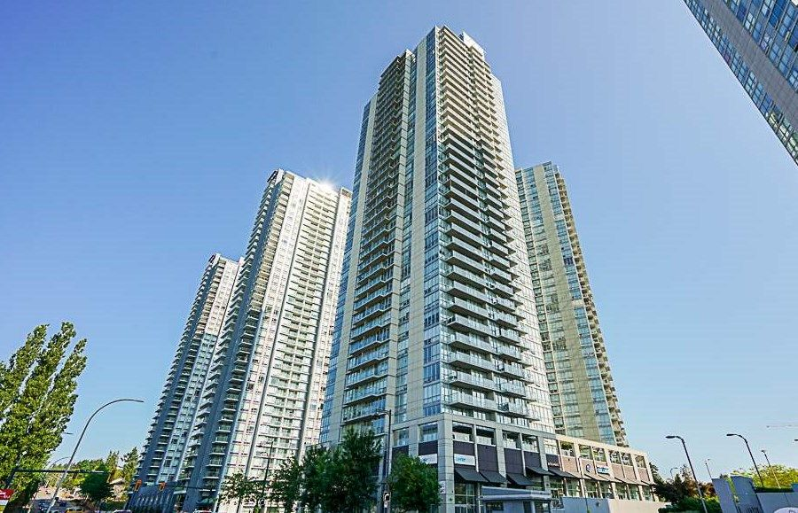 "Main Photo: 1708 13688 100 Avenue in Surrey: Whalley Condo for sale in ""PARK PLACE 1"" (North Surrey)  : MLS®# R2293348"