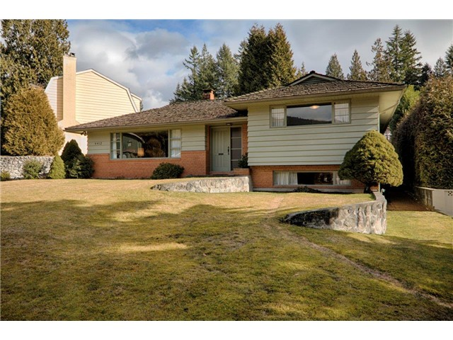 Main Photo: 4412 PATTERDALE Drive in North Vancouver: Canyon Heights NV House for sale : MLS® # V1047102