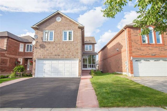 Main Photo: 5256 Floral Hill Crest in Mississauga: East Credit House (2-Storey) for sale : MLS® # W3285651