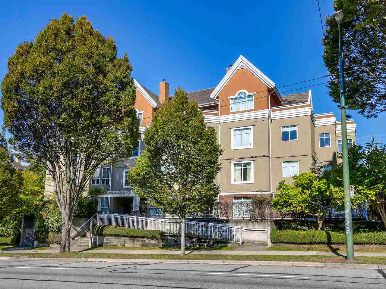 Main Photo: 203 2505 E BROADWAY in Vancouver: Renfrew VE Condo for sale (Vancouver East)  : MLS® # R2004913