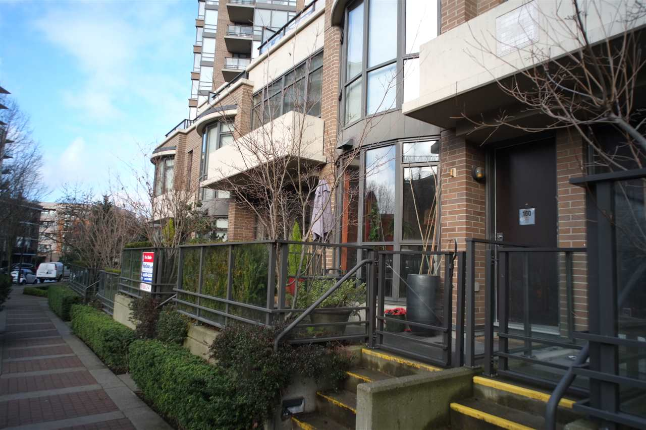 "Main Photo: 162 W 1ST Street in North Vancouver: Lower Lonsdale Townhouse for sale in ""ONE PARK LANE"" : MLS® # R2024415"
