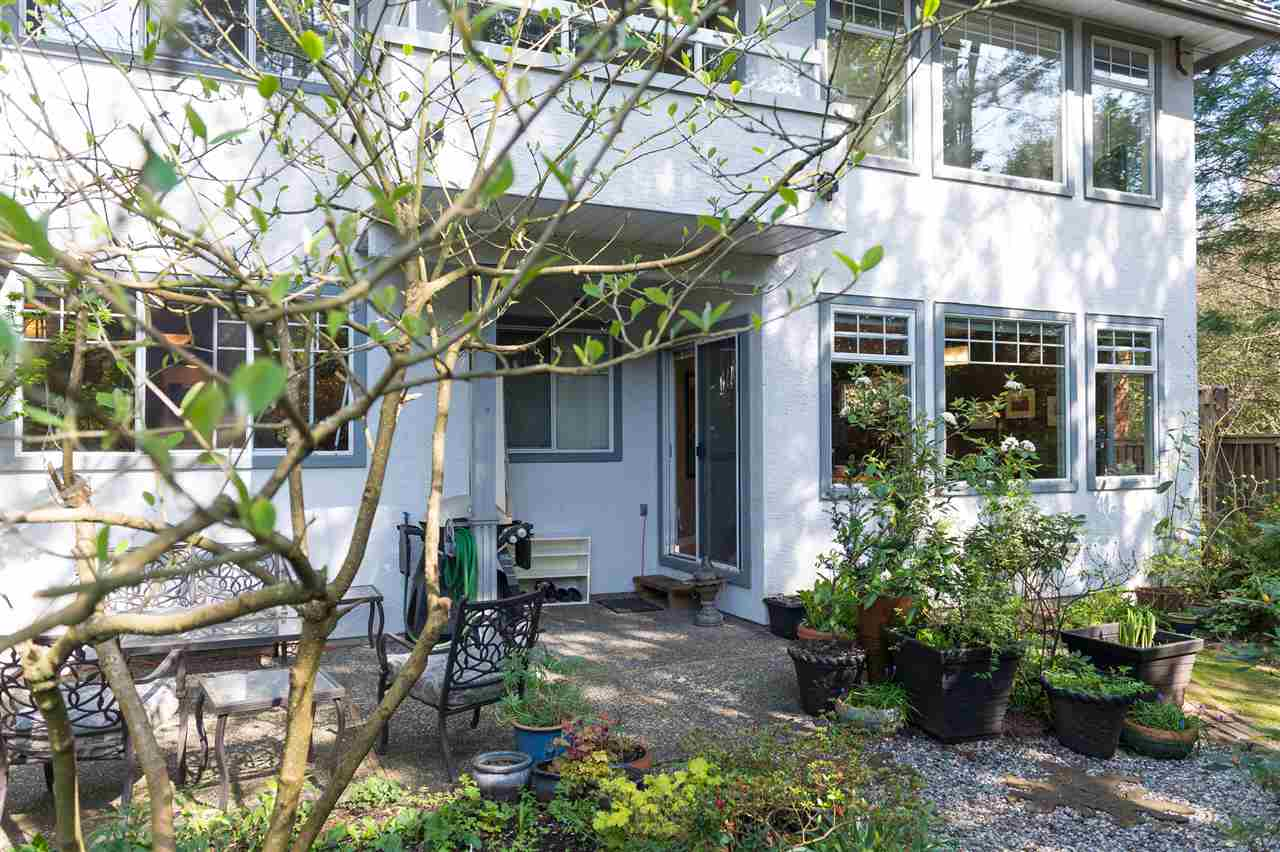 "Main Photo: 26 6516 CHAMBORD Place in Vancouver: Killarney VE Condo for sale in ""LA FRONTENAC"" (Vancouver East)  : MLS®# R2052921"