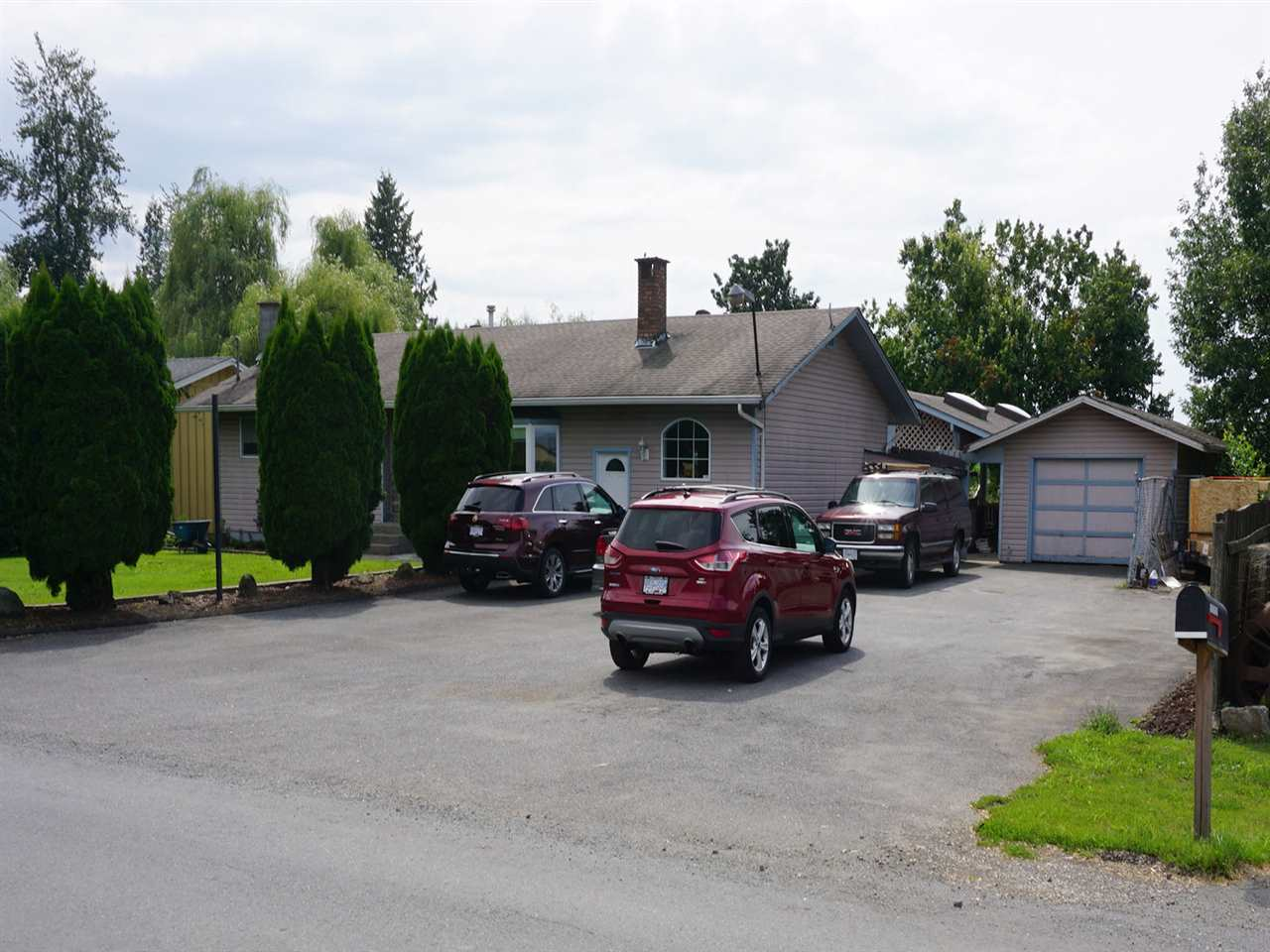 "Main Photo: 10405 MCGRATH Road in Rosedale: Rosedale Popkum House for sale in ""ROSEDALE POPKUM"" : MLS® # R2093180"