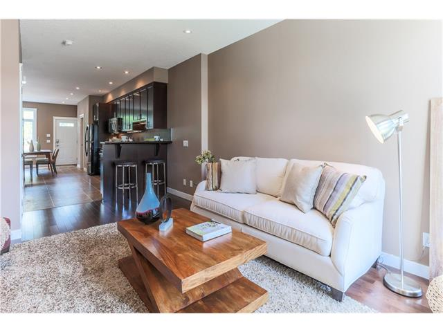 Photo 2: 4514 73 Street NW in Calgary: Bowness House for sale : MLS(r) # C4075308