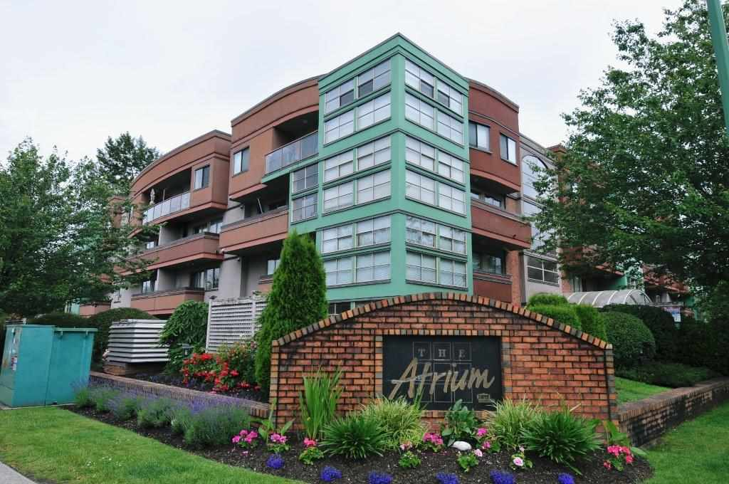 "Main Photo: 402 12025 207A Street in Maple Ridge: Northwest Maple Ridge Condo for sale in ""ATRIUM"" : MLS®# R2137244"
