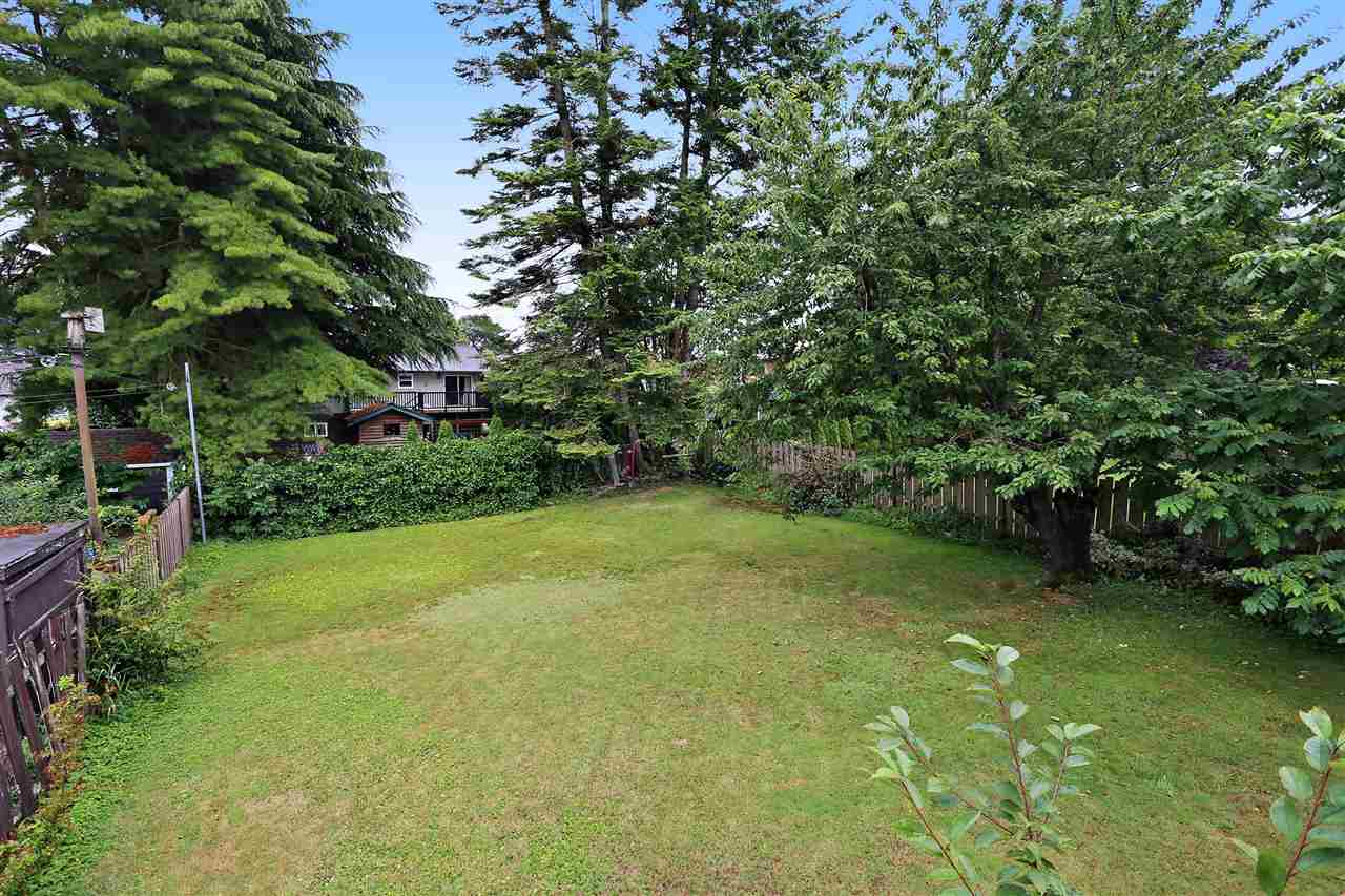 "Main Photo: 15930 ROPER Avenue: White Rock House for sale in ""WHITE ROCK"" (South Surrey White Rock)  : MLS®# R2152356"