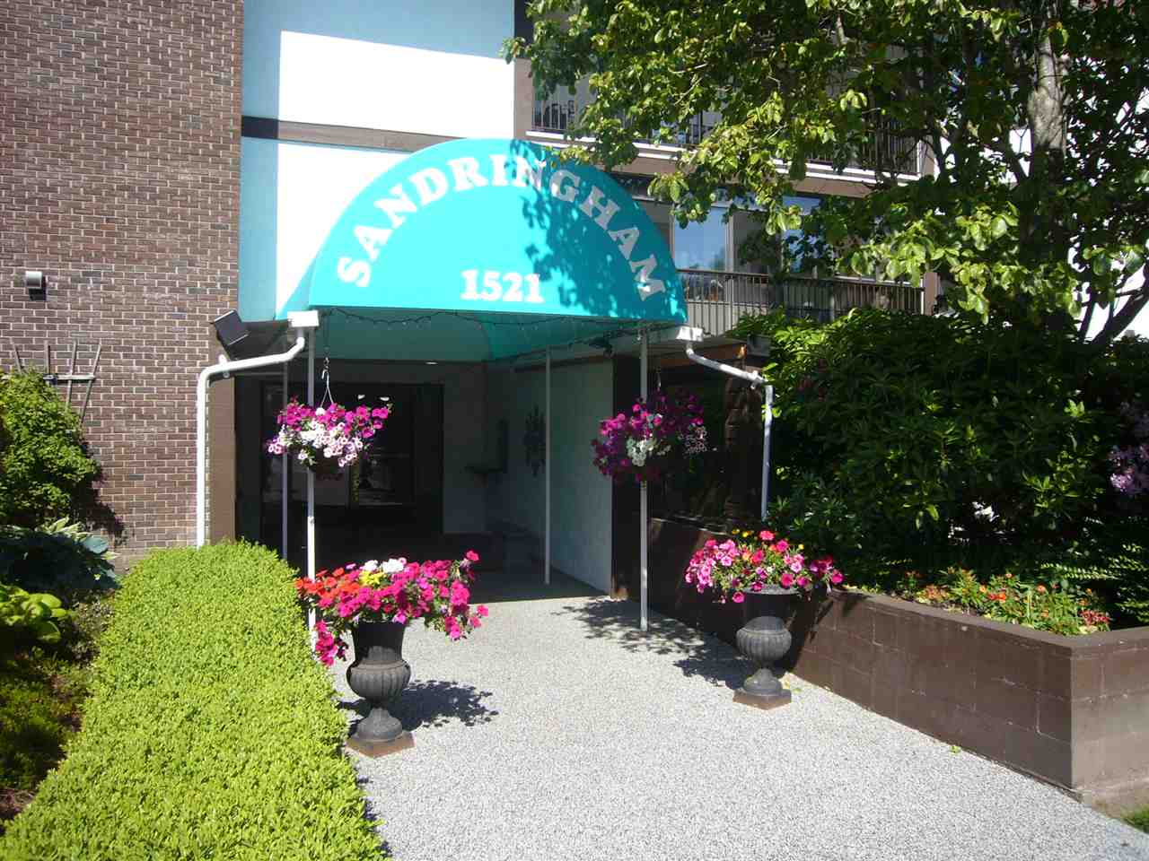 "Main Photo: 102 1521 BLACKWOOD Street: White Rock Condo for sale in ""Sandringham"" (South Surrey White Rock)  : MLS® # R2174498"