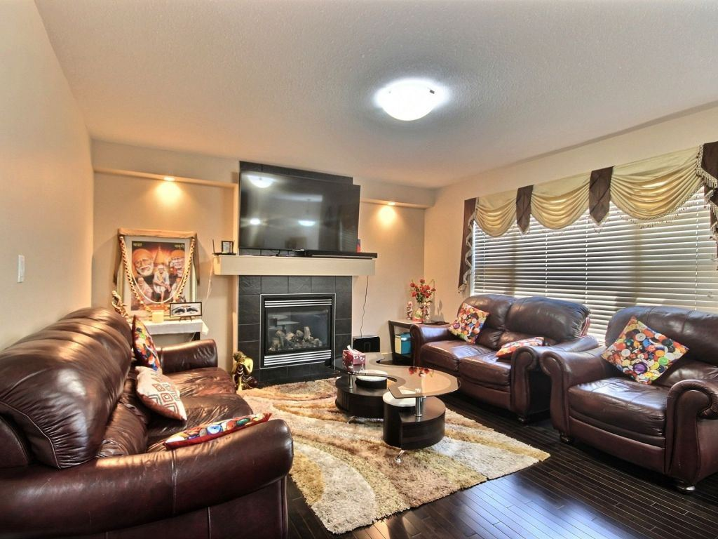 Photo 4: 6963 19A Avenue in Edmonton: Zone 53 House for sale : MLS(r) # E4068166