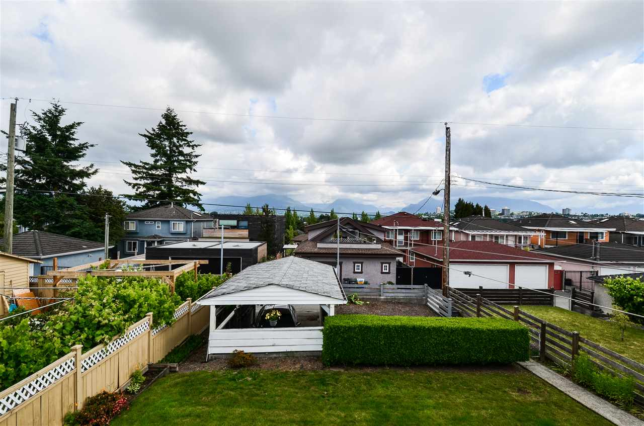 Photo 11: 3225 E 3RD Avenue in Vancouver: Renfrew VE House for sale (Vancouver East)  : MLS(r) # R2179034