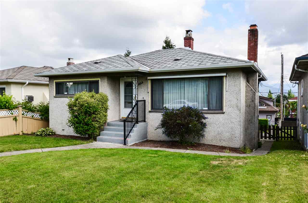 Photo 2: 3225 E 3RD Avenue in Vancouver: Renfrew VE House for sale (Vancouver East)  : MLS(r) # R2179034