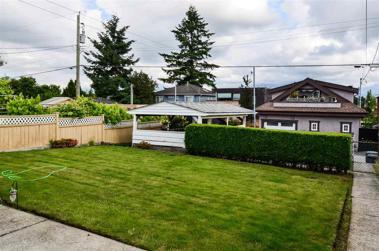 Photo 13: 3225 E 3RD Avenue in Vancouver: Renfrew VE House for sale (Vancouver East)  : MLS(r) # R2179034