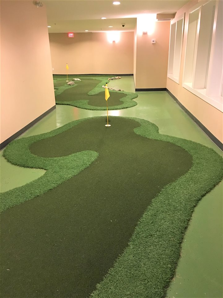 Club House - Mini Golf