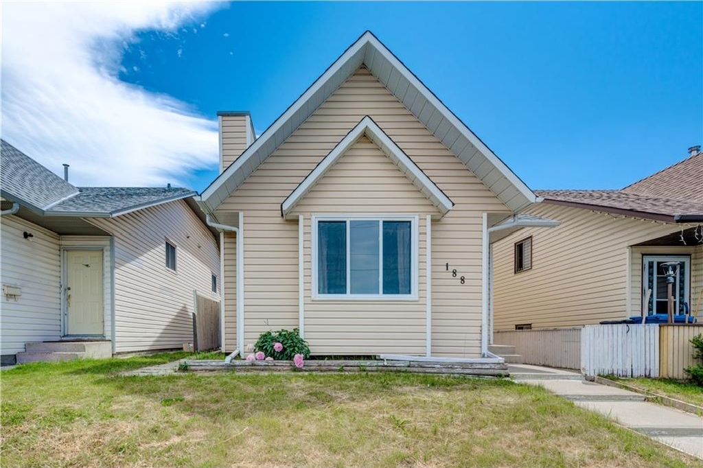 Main Photo: 188 FALMERE Way NE in Calgary: Falconridge House for sale : MLS®# C4126021