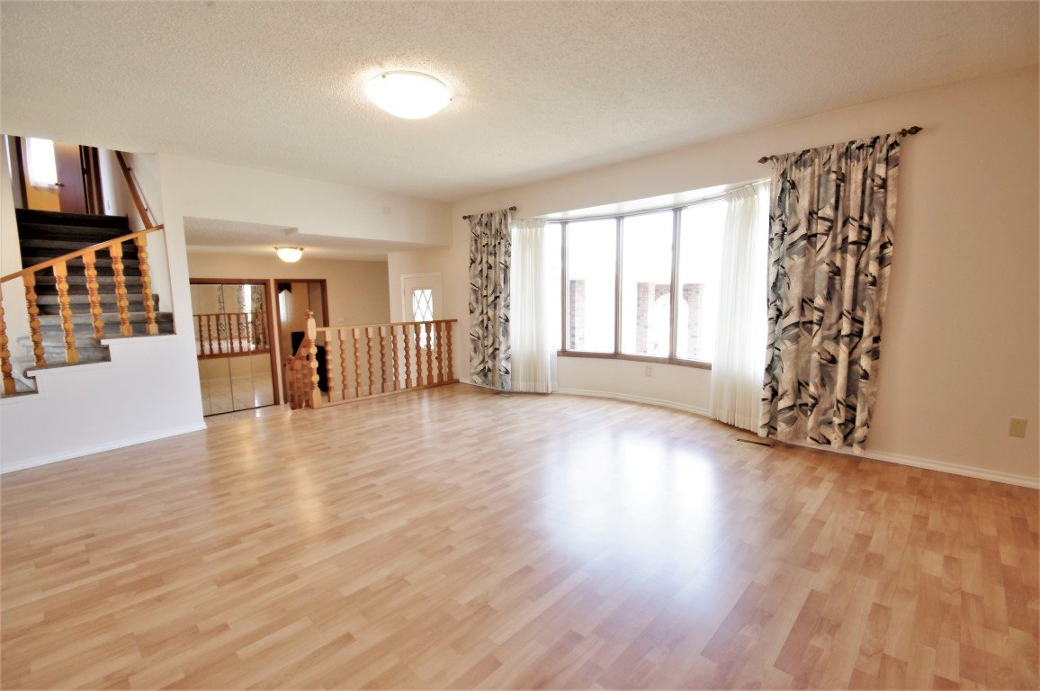 Very spacious, light filled and bright area, perfect for entertaining!