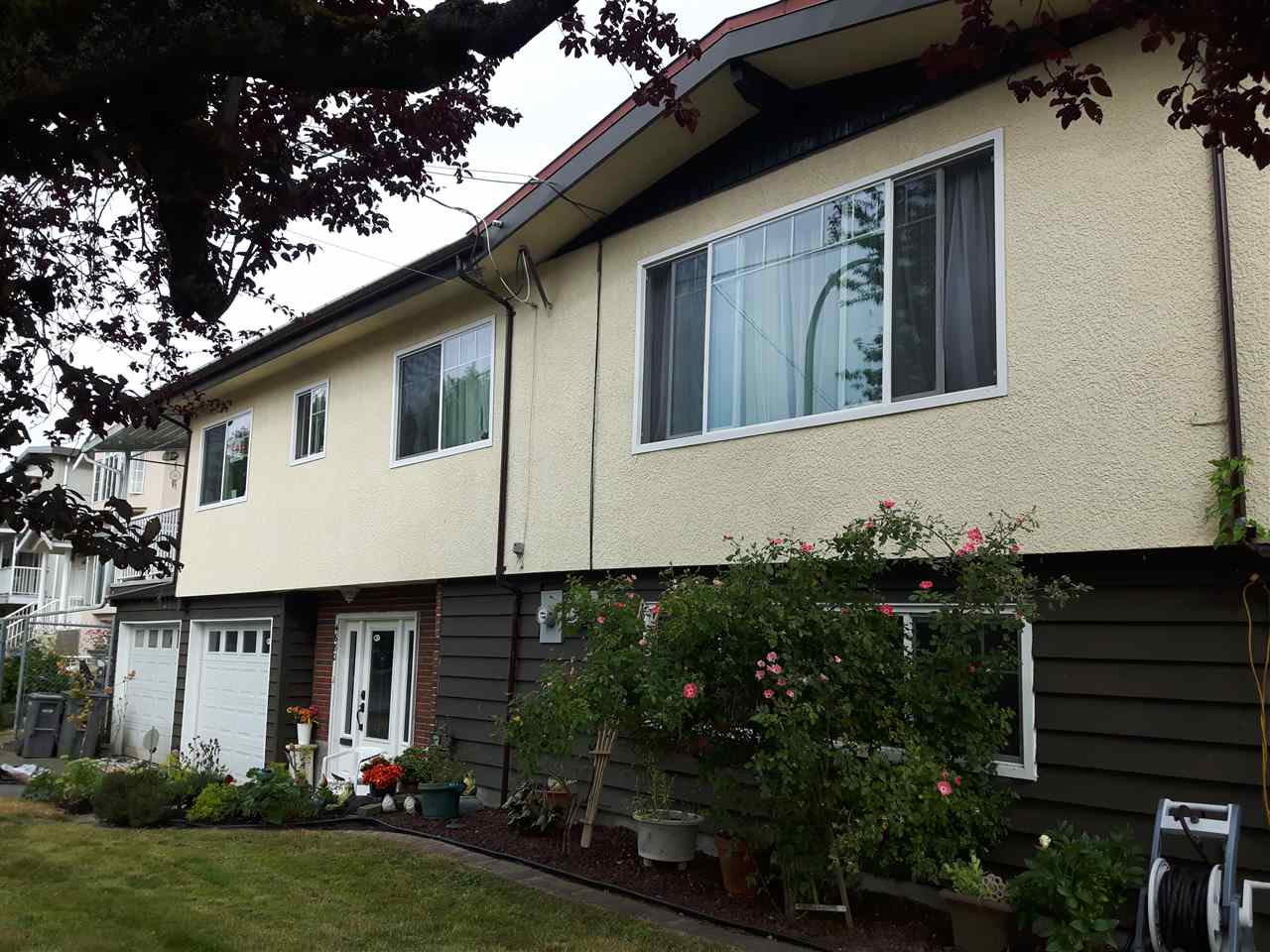 Main Photo: 4680 RAVINE Street in Vancouver: Collingwood VE House for sale (Vancouver East)  : MLS® # R2190455