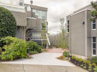 "Main Photo: 2225 OAK Street in Vancouver: Fairview VW Townhouse for sale in ""The 6th Estate"" (Vancouver West)  : MLS® # R2256222"