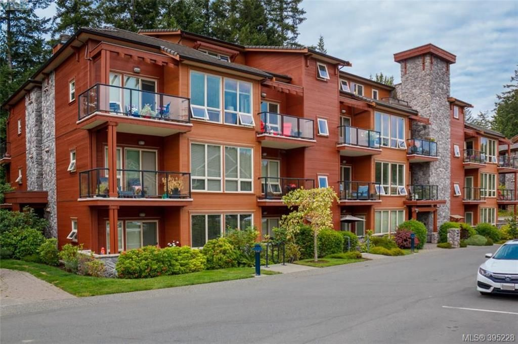 Main Photo: 306 631 Brookside Road in VICTORIA: Co Latoria Condo Apartment for sale (Colwood)  : MLS®# 395228