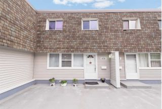 Main Photo: 604 VILLAGE ON THE Green in Edmonton: Zone 02 Townhouse for sale : MLS®# E4121402