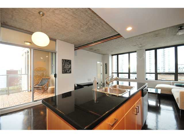 "Main Photo: 706 919 STATION Street in Vancouver: Mount Pleasant VE Condo for sale in ""LEFTBANK"" (Vancouver East)  : MLS® # V881860"