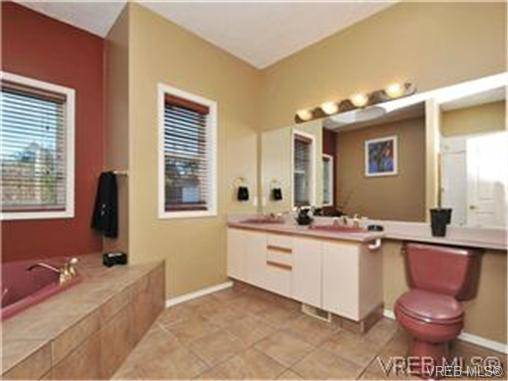 Photo 11: 1290 Les Meadows in VICTORIA: SE Sunnymead Residential for sale (Saanich East)  : MLS® # 324296