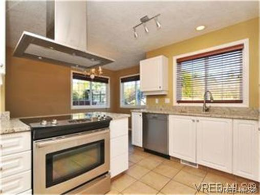 Photo 5: 1290 Les Meadows in VICTORIA: SE Sunnymead Residential for sale (Saanich East)  : MLS® # 324296