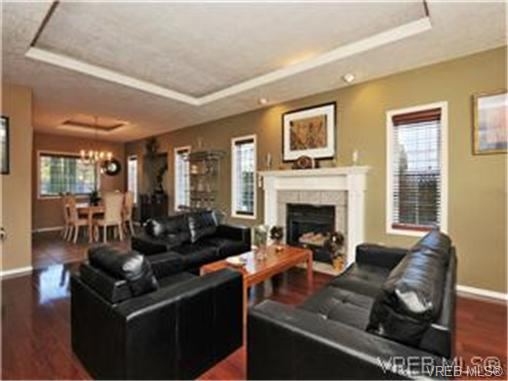 Photo 2: 1290 Les Meadows in VICTORIA: SE Sunnymead Residential for sale (Saanich East)  : MLS® # 324296