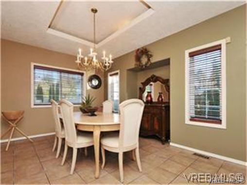 Photo 8: 1290 Les Meadows in VICTORIA: SE Sunnymead Residential for sale (Saanich East)  : MLS® # 324296