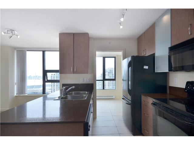 "Photo 3: # 2605 977 MAINLAND ST in Vancouver: Yaletown Condo for sale in ""YALETOWN PARK"" (Vancouver West)  : MLS(r) # V1033564"