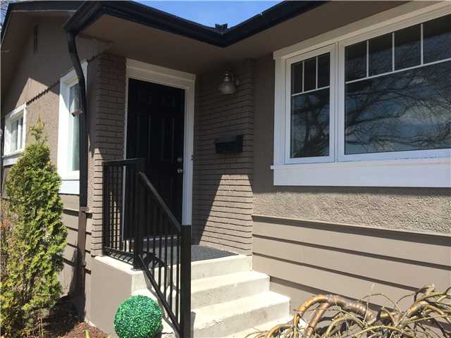 Photo 2: 3116 10 Street NW in CALGARY: Cambrian Heights Residential Detached Single Family for sale (Calgary)  : MLS® # C3614410