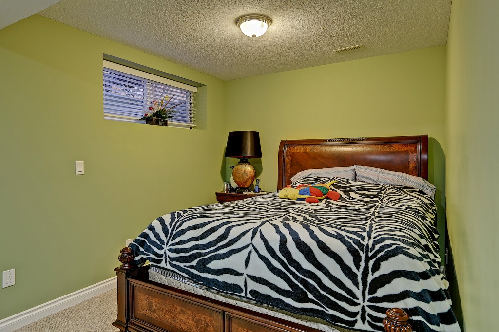 Photo 17: 239 EVERWILLOW Parkway SW in Calgary: Evergreen House for sale : MLS® # C3654772