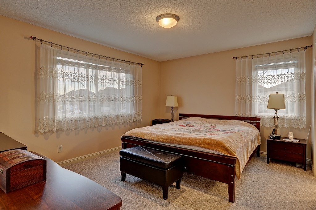 Photo 10: 239 EVERWILLOW Parkway SW in Calgary: Evergreen House for sale : MLS® # C3654772