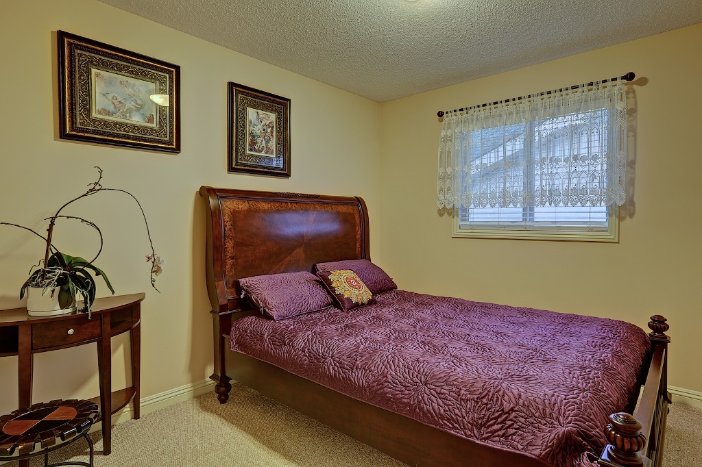 Photo 13: 239 EVERWILLOW Parkway SW in Calgary: Evergreen House for sale : MLS® # C3654772