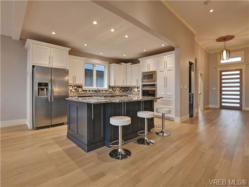 Photo 3: 2027 Hedgestone Lane in VICTORIA: La Bear Mountain Single Family Detached for sale (Langford)  : MLS(r) # 358798